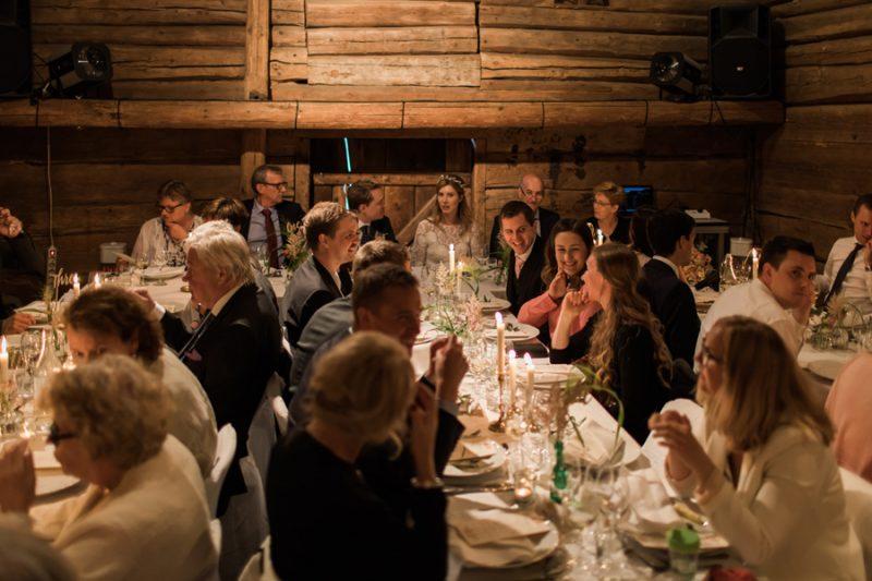 Bröllop i lada, Långängens
