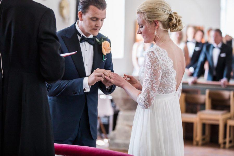 Ringväxling,  bröllop i Fårö kyrka