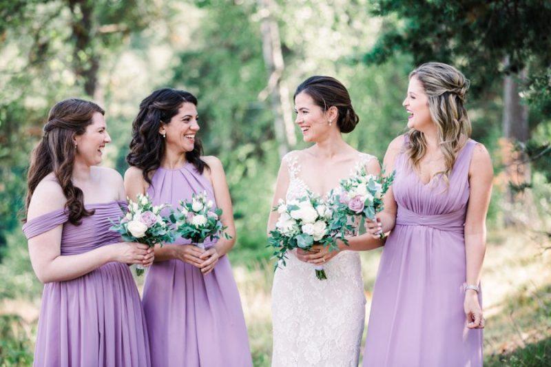 Tärnor, tärnklänningar buketter, lila klänningar