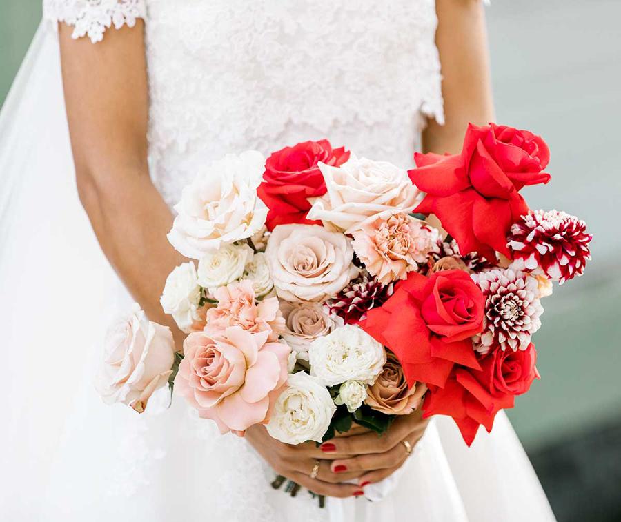 Brudbukett, Rödablommor;bröllop i Mariefred