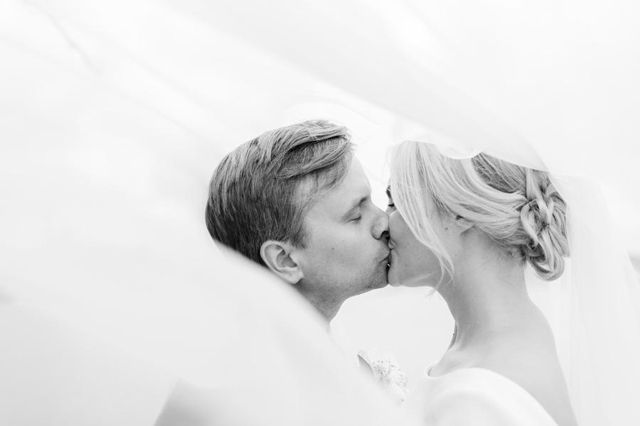 Bröllop i Djurgårdskyrkan & Spritmuseum, brudklänning, bröllopsfotograf, Anette Bruzan, bröllopsfoto, Djurgården